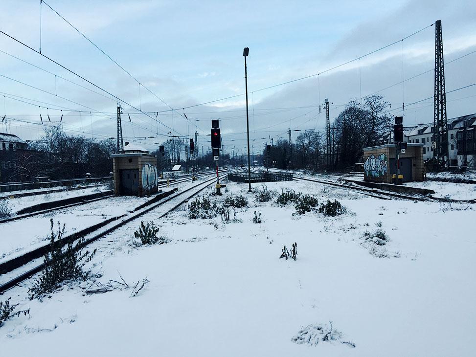 wintermorgen am hauptbahnhof