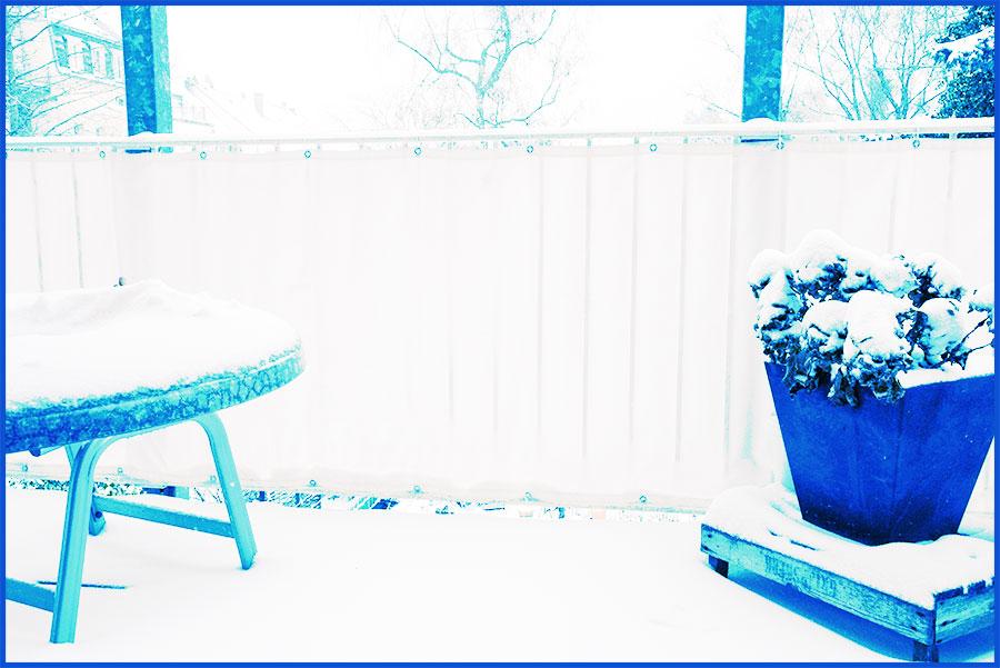 schnee vs brainstrom auf dem balkon